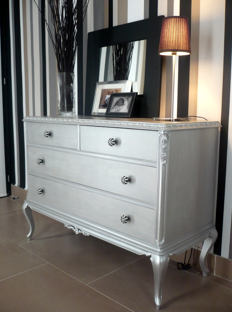Muebles vintage una vuelta por viejos son los trapos - Muebles pintados en plata ...