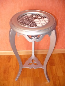 Mesa de lámpara restaurada