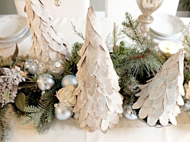 Rbol de navidad para decorar la mesa for Arbol de navidad con cajas de carton