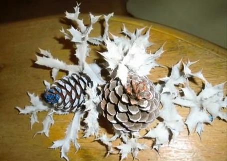 Centro de mesa navide o adornos para navidad con pi as y - Manualidades navidad con pinas ...