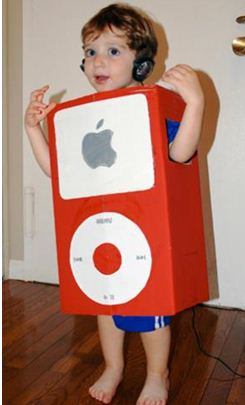 Disdraz ipod de apple con cajas de carton y papel