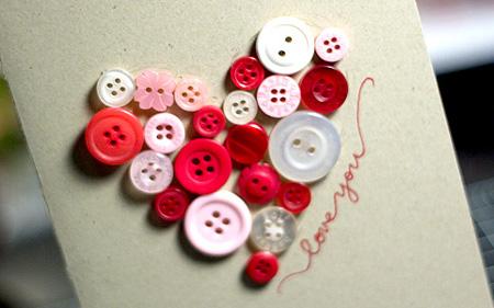 Tarjeta San Valentín con botones reciclados