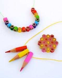 Collares con lapiceros reciclados