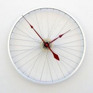 Reciclar rueda de bicicleta en reloj