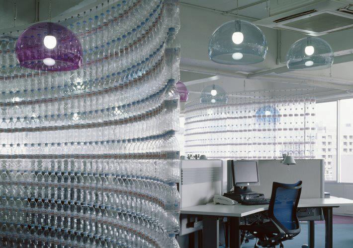 mamparas de plastico mobiliario de oficina ecol gico mamparas con botellas de