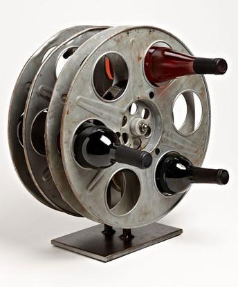 Vinotecas baratas hechas con tapacubos reciclados
