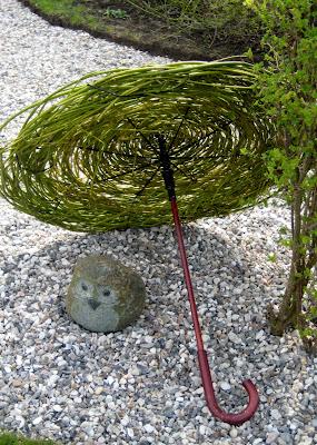 Paraguas ecológico con juncos de hierba