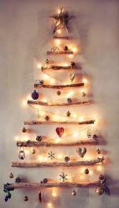 Árbol de Navidad ecológico de pared con troncos de madera