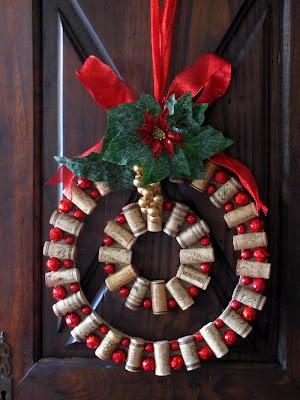 Guirnalda de Navidad con corchos usados