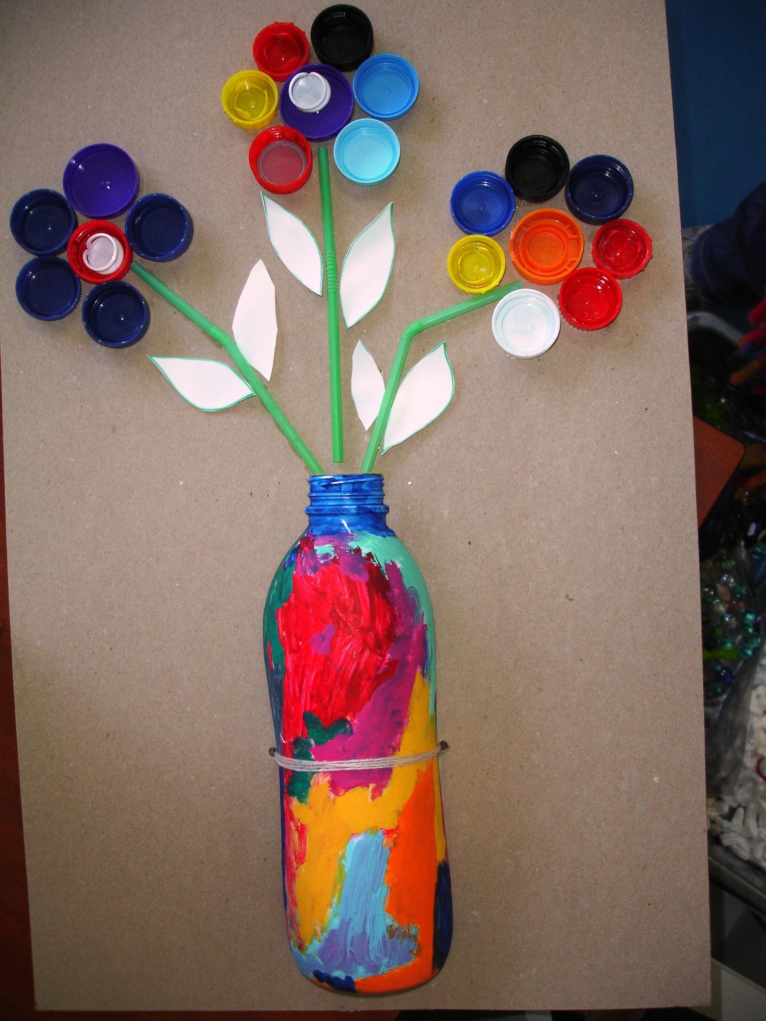 Flores san valent n con tapones de pl stico for Plantas decorativas de plastico