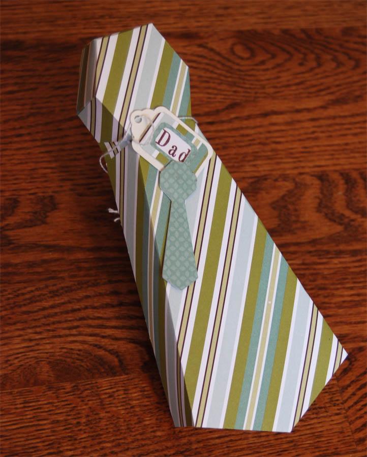 Caja regalo forma de corbata  con cartón reciclado