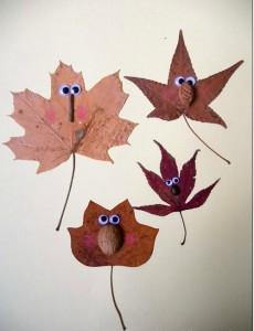 Muñecos con hojas caídas de los árboles