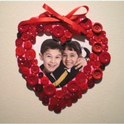 Portaretratos corazón con botones reciclados