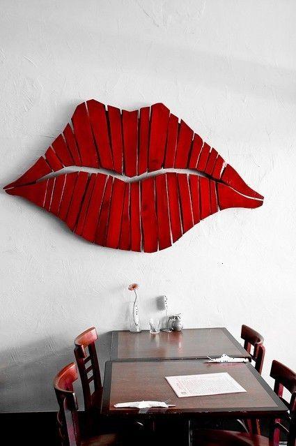 Cuadro labios seductores con madera recuperada