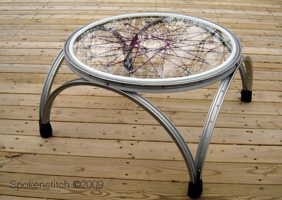 Mesa hecha con bicicleta vieja