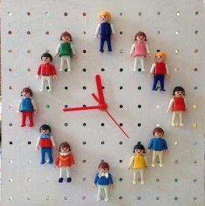 Reloj hecho con muñecos de playmobil