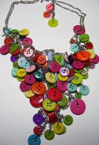 Collar con botones de colores usados