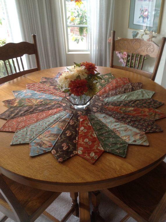 Tapete de mesa con corbatas viejas