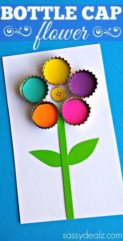 Postal con flor de chapas y botón