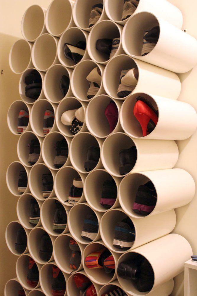 Zapatero hecho con cilindros de cartón