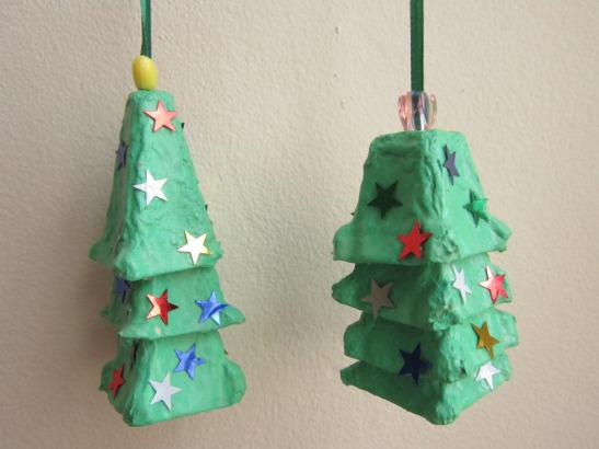 Árboles Navidad con hueveras de cartón