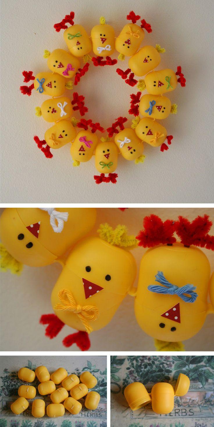 Corona de Navidad con envases huevos kinder