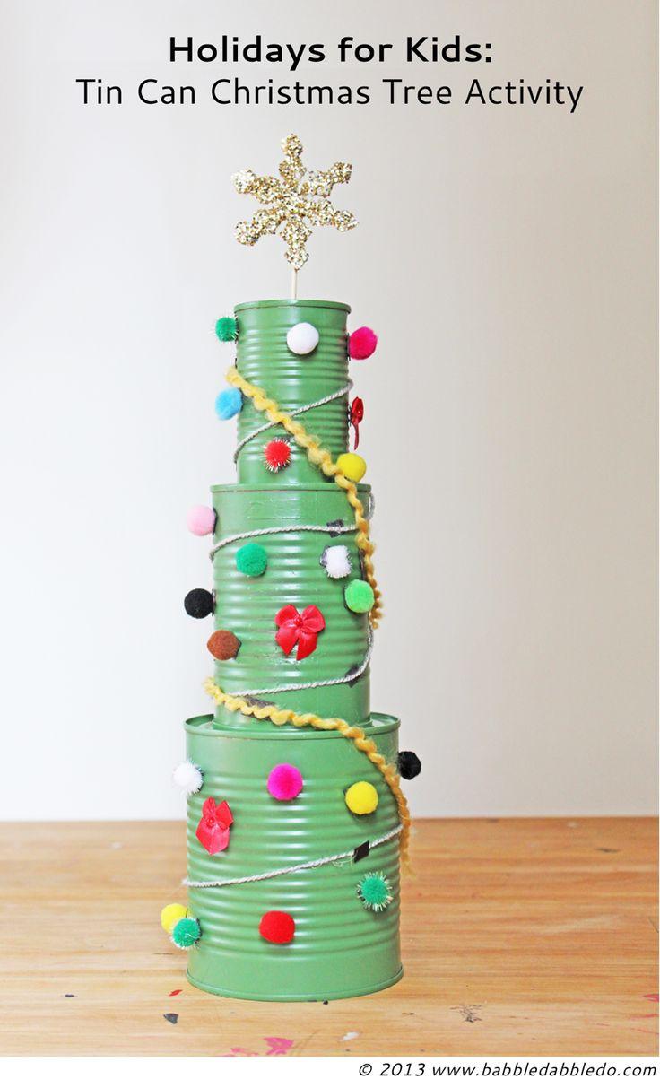Mini árbol de Navidad con latas de conservas