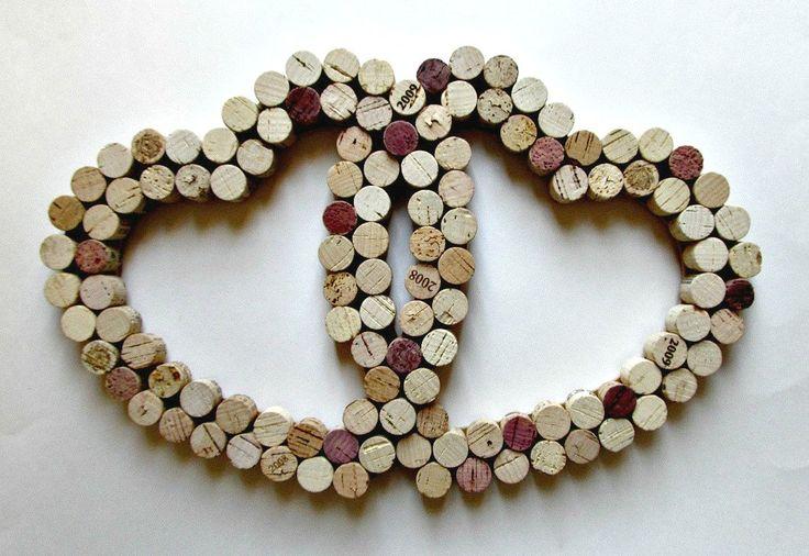 Corazón salvamanteles con corchos de vino
