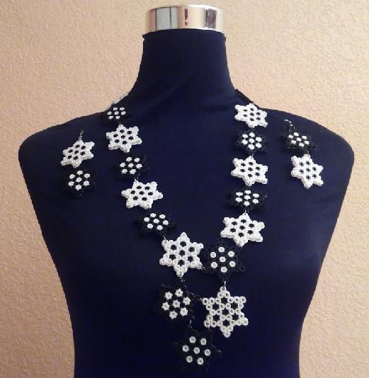 Collar y pendientes de estrellas con hamabeads