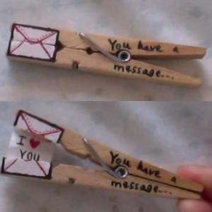 Mensaje de amor con pinzas de madera