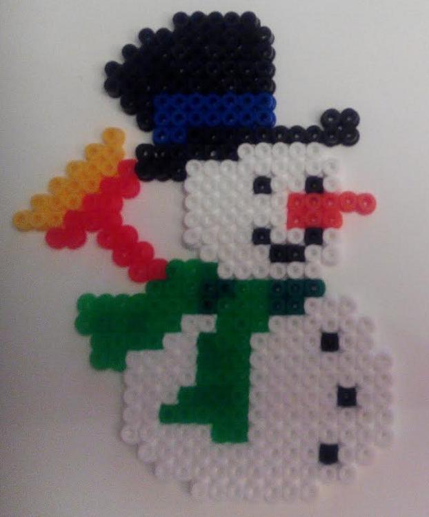 Cómo hacer muñeco de nieve navideño con hama beads midi