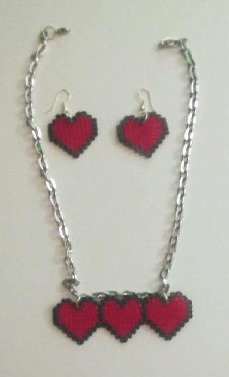 Pendientes y colgante a juego de corazoncitos con hama beads mini