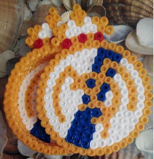 Caja escudo Real Madrid con hama midi