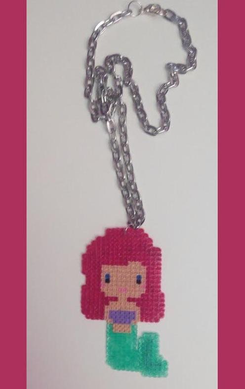 Colgante sirenita Ariel con Hamabeads mini