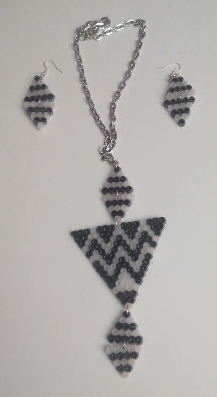 Pendientes y collar de triángulos hama midi
