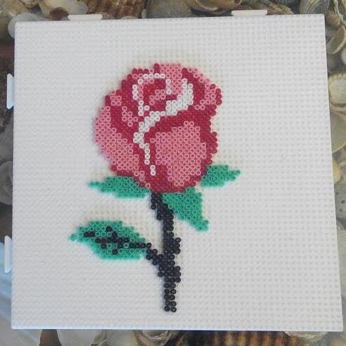 Marcapáginas forma de rosa con hama mini