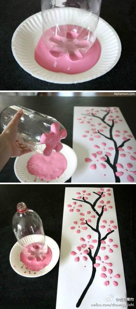 Obra de arte con el culo de una botella de plástico