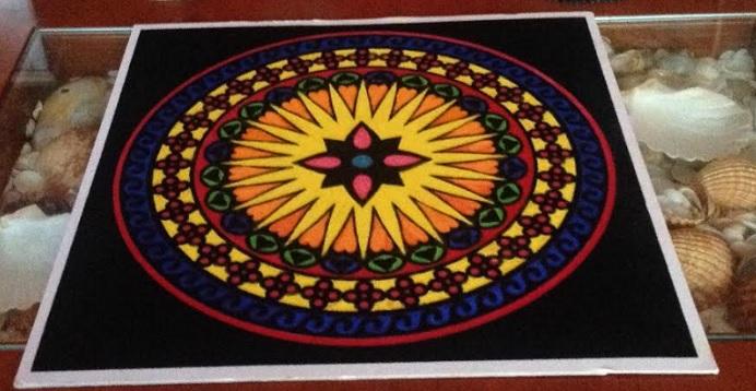 Mándala anti-estrés pintado con rotuladores