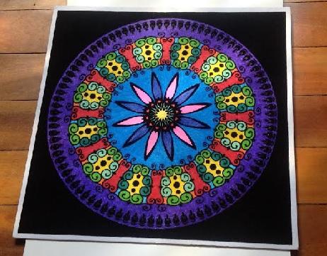 Mándala para la tranquilidad y creatividad pintado con rotuladores