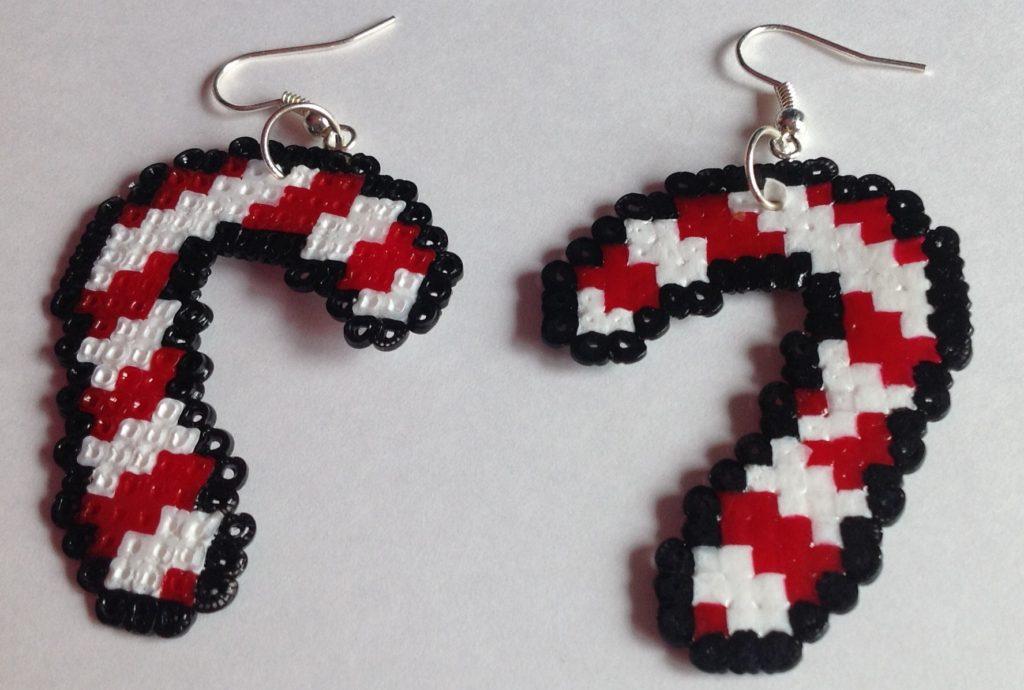 Pendientes de bastones navideños con hama beads mini