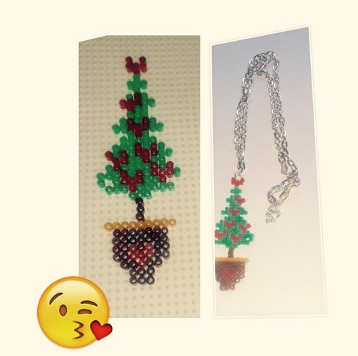 Colgante o adorno de Navidad de árbol con hamabeads mini