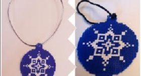 Adornos de Navidad con hamabeads: bola árbol navideño