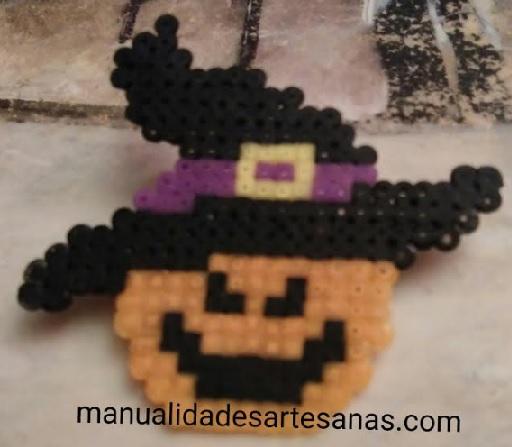 Broche de bruja para halloween con hama mini