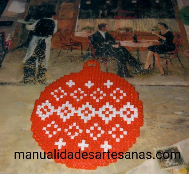 Adorno árbol Navidad de bola naranja con cruces y rombos