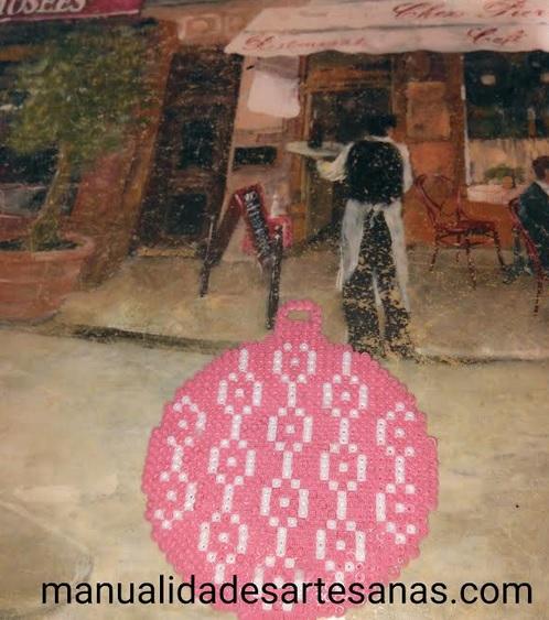 Adorno árbol Navidad forma de bola rosa y grecas blancas