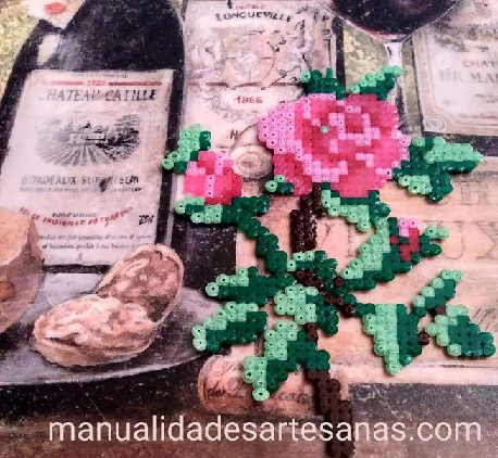 Rosa decorativa de hamabeads mini