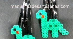 Horquillas clip para niña de dinosaurios hechos con hama mini