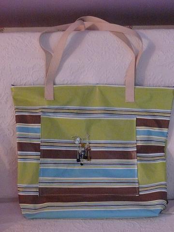 Reciclando manteles de plástico: bolsos y muebles realizados con hule