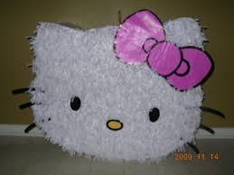 Piñata Hello Kitty con cartón