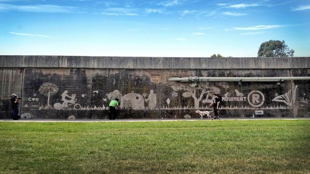 Graffiti ecológico o limpio para concienciar a los jóvenes a reciclar